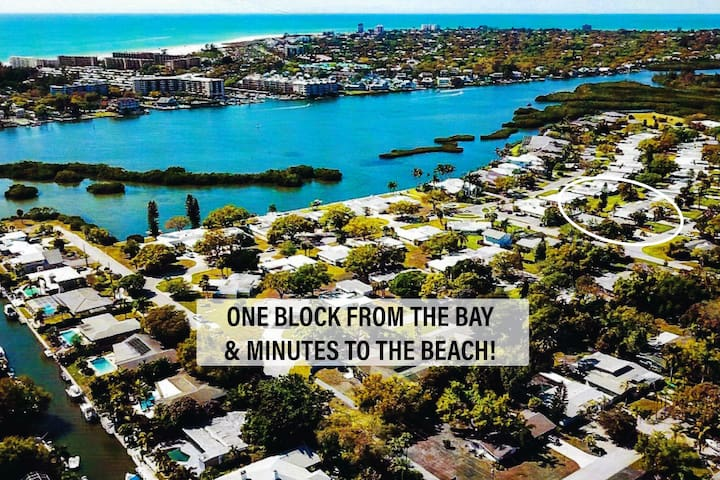Such a great location. Just off Siesta Key. Walk to the bay to watch sunset in our private park. Minutes from downtown. A;; in a quiet and peaceful neighborhood