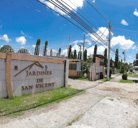 Centrally Located Condo Close to Plaza Terronal