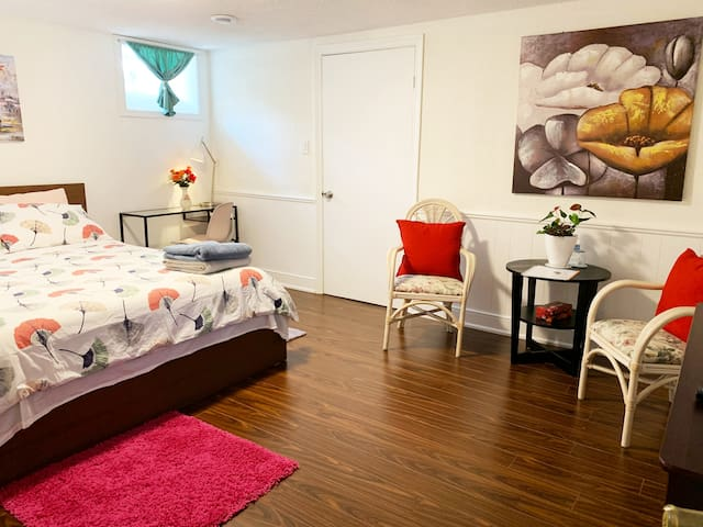 Comfy Room 7 Private Bathroom DT  Mississauga