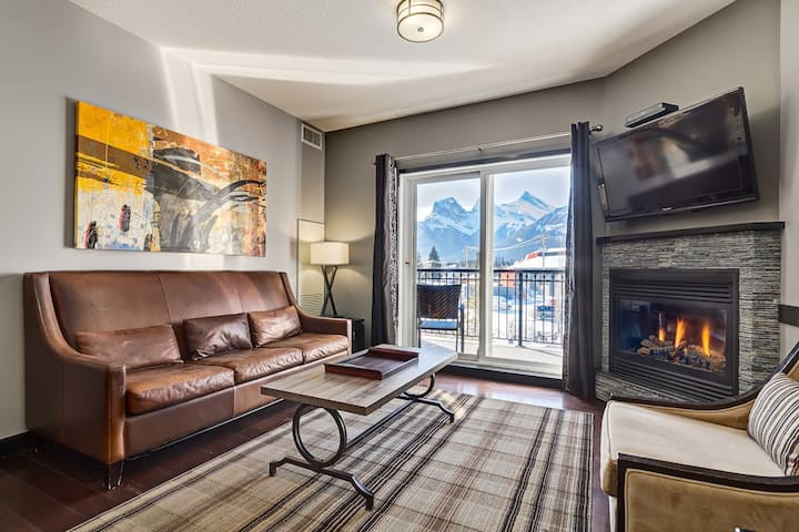 ❤❋ Charming Condo Facing The Mountains + Hot Tub❋❤