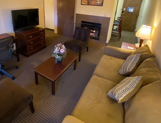 Two Rm Suite-  Families with kids. Walk to Main S
