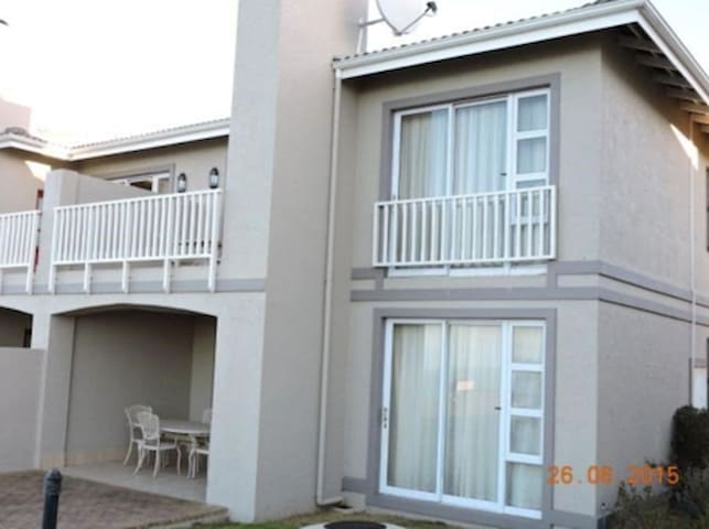 2 bedroom Apartment on Golf Course with Sea Views - Mossel Bay - Apartment
