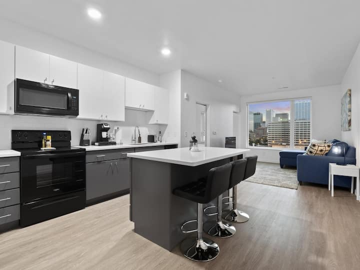 Downtown Condo with Stunning View- 411