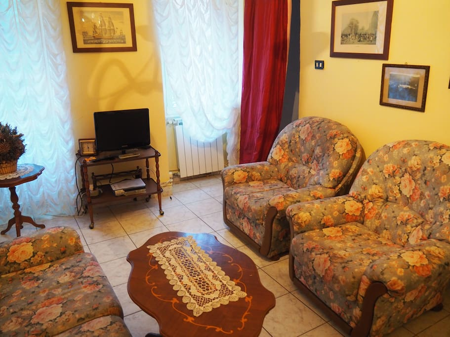 Salotto con caminetto (Livingroom with chimney)