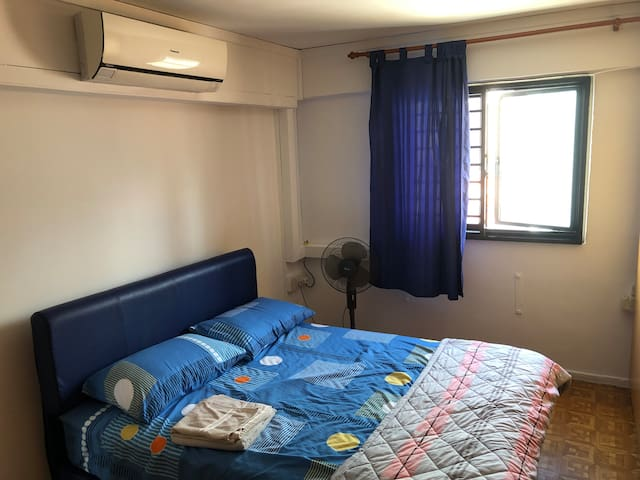Simple room, perfect central location in Chinatown