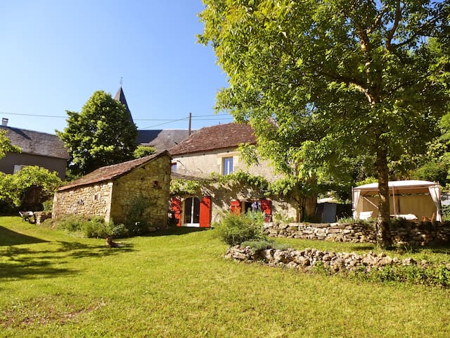 Belle maison typique en pierre - Bilhac - Rumah