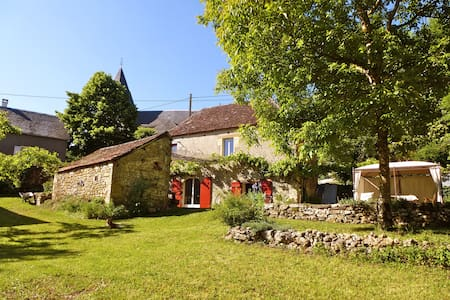 Belle maison typique en pierre - Bilhac - Casa