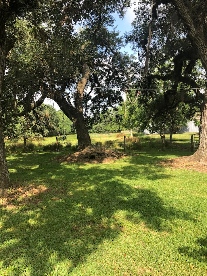 7 Oaks Ranch Relaxing Country Getaway