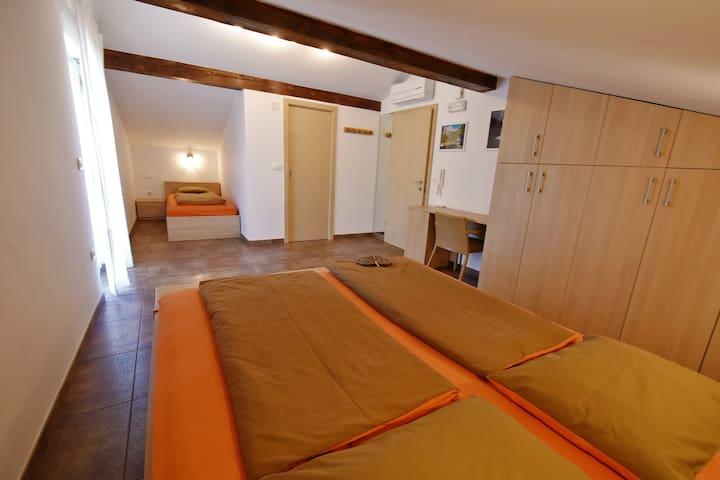 room MATAJUR