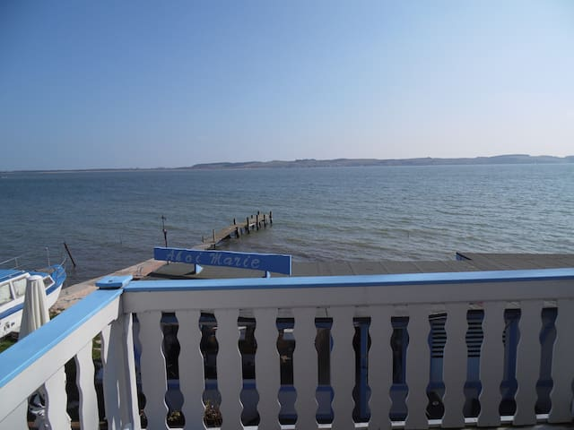 Large Balcony Flat with Direct Sea View (Flat 8)