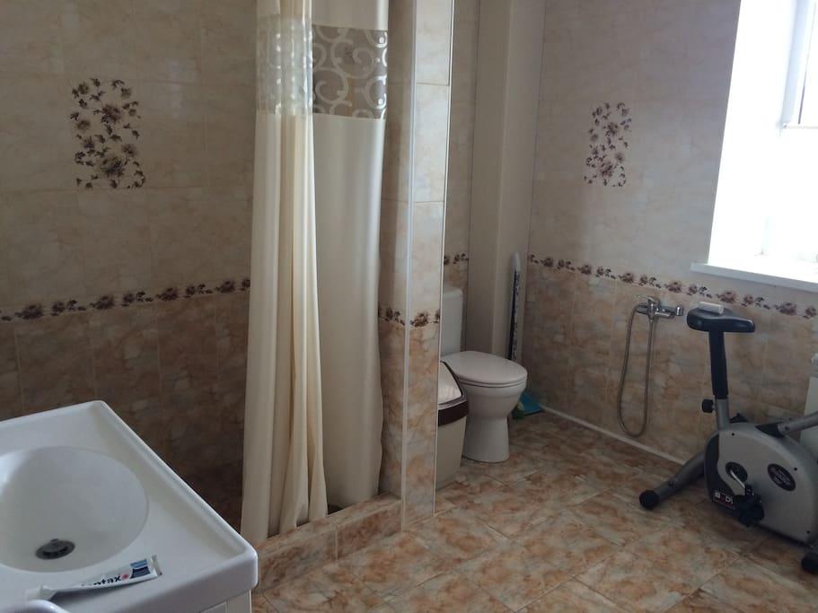 Туалетная комната на 1 этаже