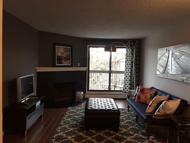 Newly renovated 2 bdrm apartment - Calgary - Lejlighed