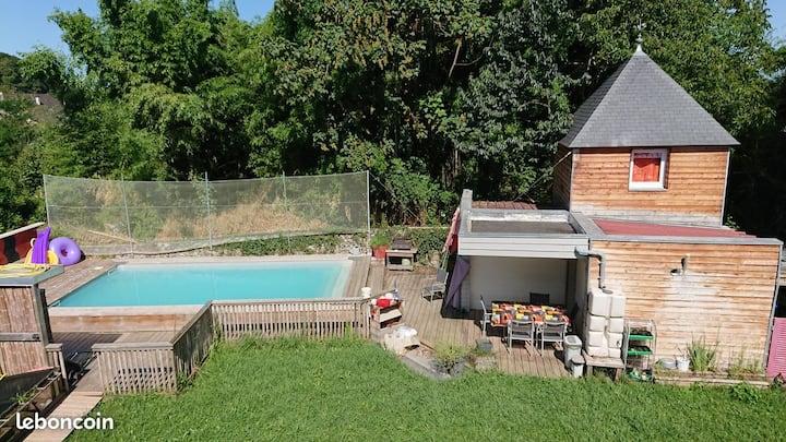cabane insolite avec piscine commune