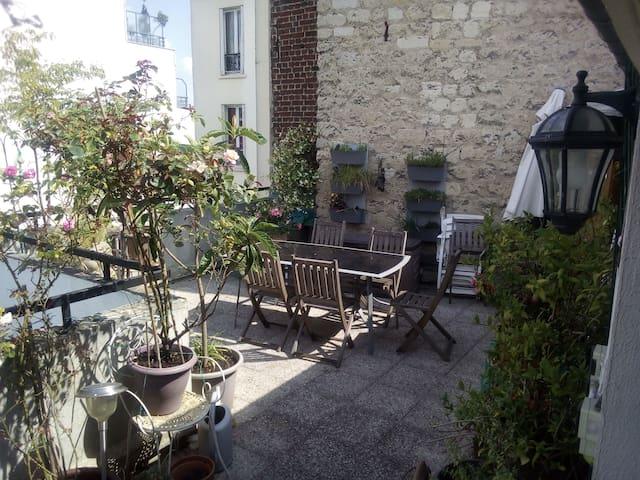 Chambre privée dans duplex avec terrasse