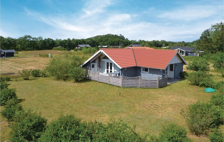 Holiday cottage with 2 bedrooms on 69m² in Hovborg