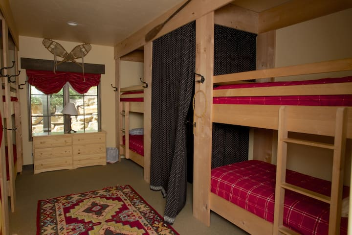 Bunk rooom with six  beds, Tons of closet space