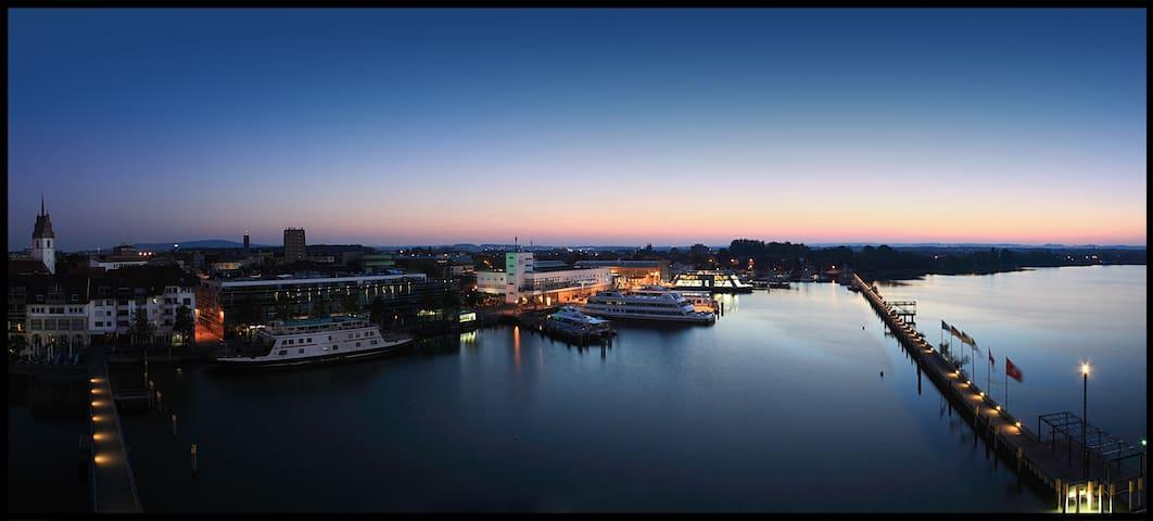 Fährenhafen im Zentrum von Friedrichshafen