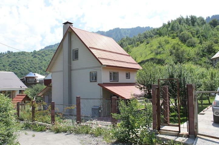 Уютный домик в предгорье Заилийского Алатау