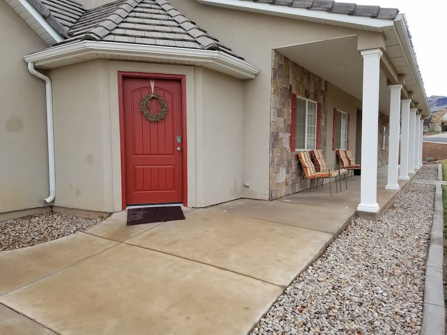 RED DOOR ~This Is Your RED DOOR, Private Entrance,  24/7 Keyless Self Entry!
