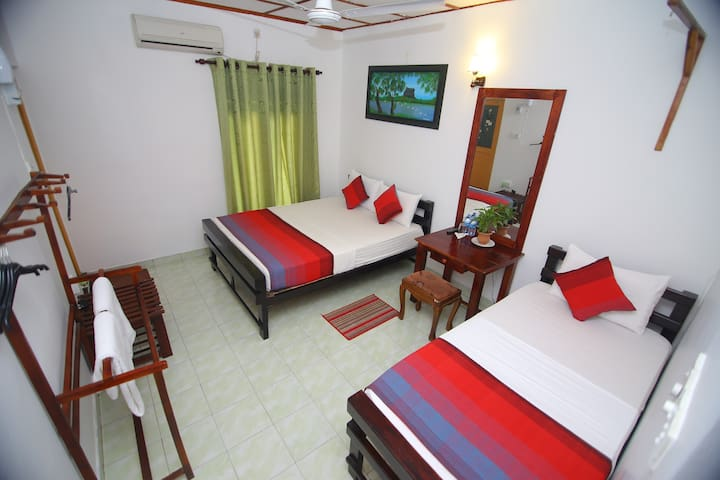 Deluxe Triple Room - Anuradhapura - Guesthouse