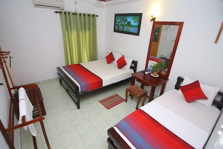 Deluxe Triple Room - Anuradhapura - เกสต์เฮาส์