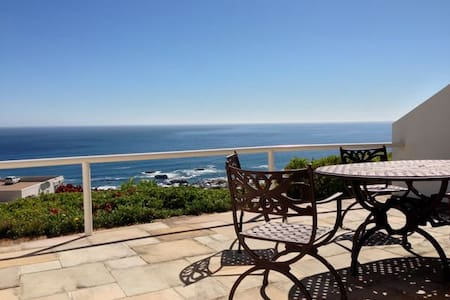 Ocean sunset apartment for business travel