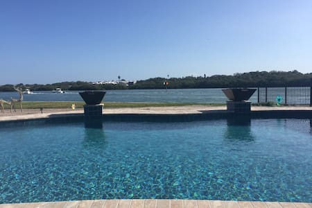Waterfront Beauty and Amazing Pool - Indian Rocks Beach - House
