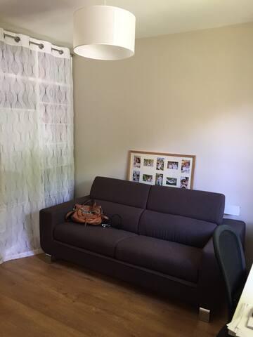 Chambre 4 (RDC avec SDE privative) 11m2 couchage 160cm matelas Bultex neuf + sur matelas (confortable!)