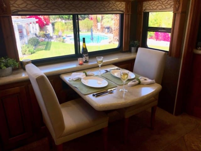 Luxury RV 1 Mi to Tennis Gardens-Pool-BBQ-WiFI-TV