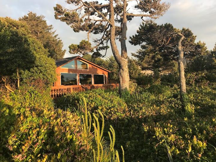 Sam's Sea Haven Newport. Ocean Views and Hot Tub