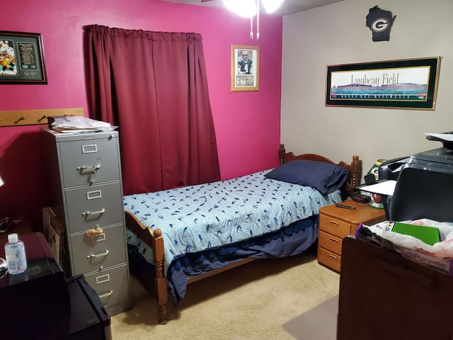 Single XL twin bed in private room