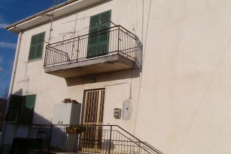Vendesi/affitasi appartamento - Sesta Godano - Wohnung
