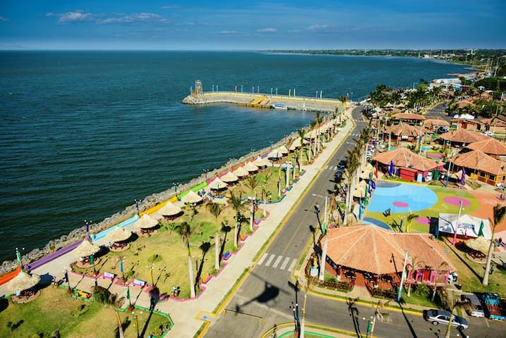 Salvador Allende Port is 20 min. away from this home.  The port is on the shore of Lake Managua.