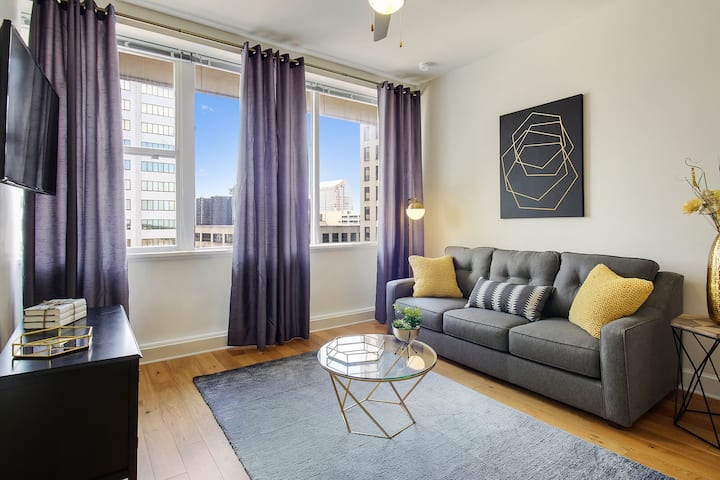 #1406- 14th FL KING BED SUPERDOME SAENGER CANAL ST