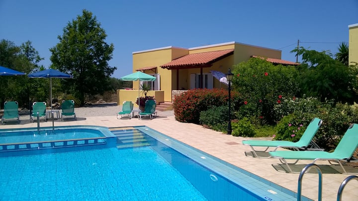 Villa Eleni (heated shared pool 8mx10m)