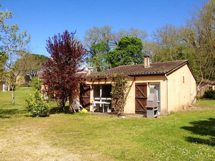 House with 2 bedrooms in Puy-l'Évêque, with shared pool, enclosed garden and WiFi