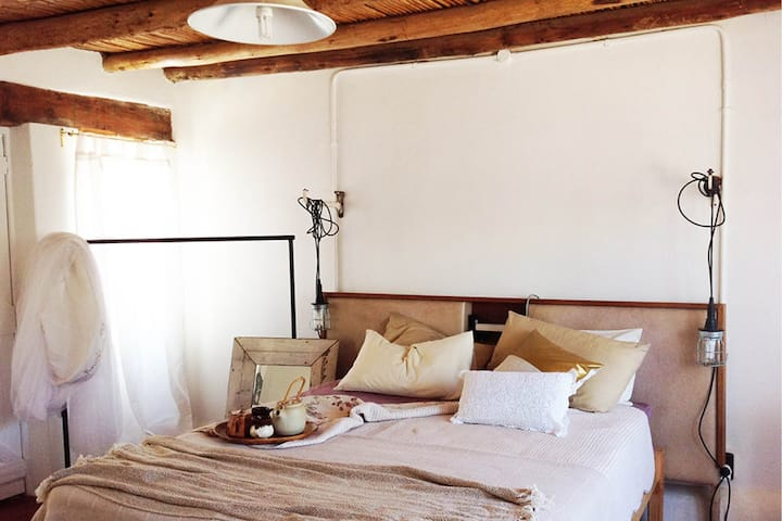 The Barn bedsit cottage @HUIS- a villagestay