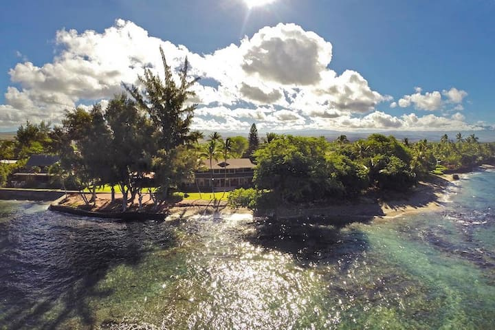 HOME OF THE HULA MOON ~ 4 BR Suites ~ Pool ~ All Rooms Ocean View ~ Puako