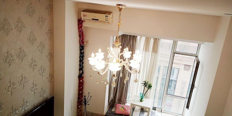 沈阳网红复式※沈阳站太原街沈阳医大医院loft吊灯家庭双床房