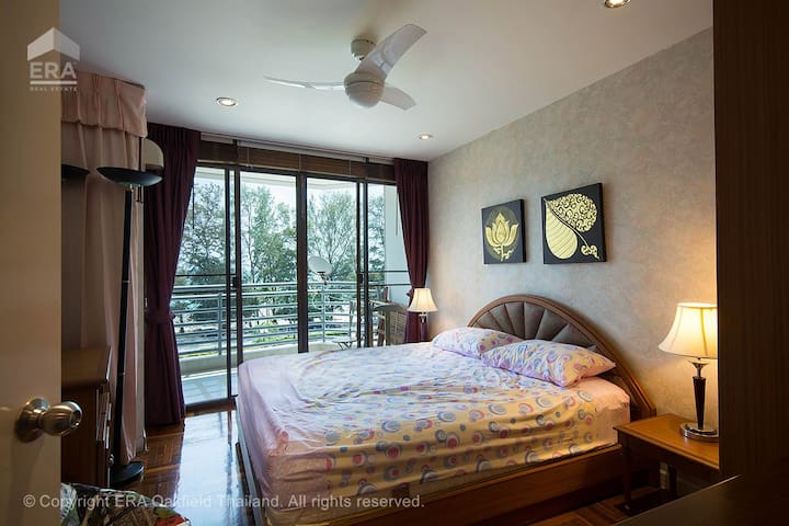 2nd bedroom with beach and sea view.