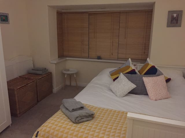 A double / single or twin room - Whitefield - Talo