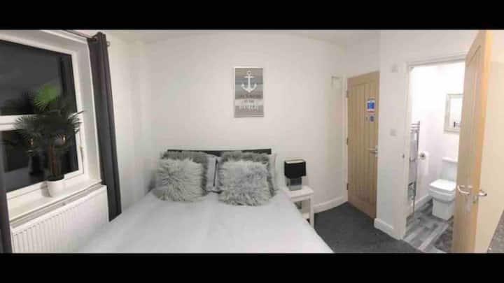 4#From £35. En-suite kitchenette WiFi Sky Tv