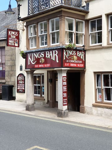 Kings Bar & Accommodation centrally situated B&B