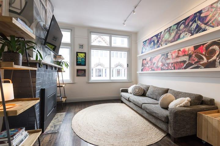 Artists Convenient Central Hobart Loft Apartment