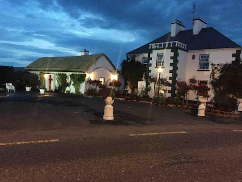 Teresas Cottage - on main Donegal / Killybegs Road