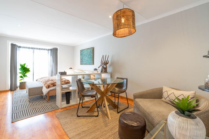 Modern apartment in culturally vibrant Melville