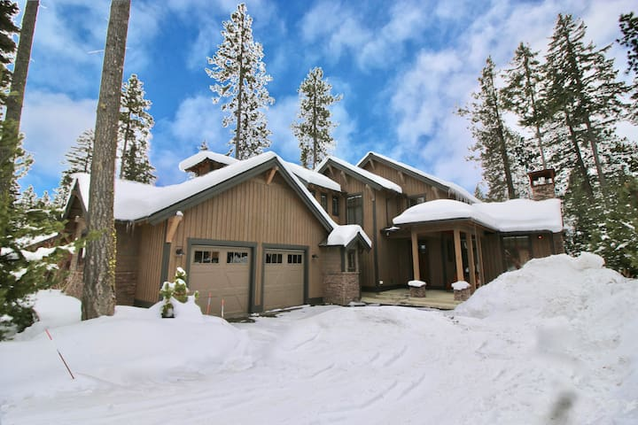 Dry Fly Manor-Walk to the Winery! On the Suncadia Golf Course with a Private Hot Tub