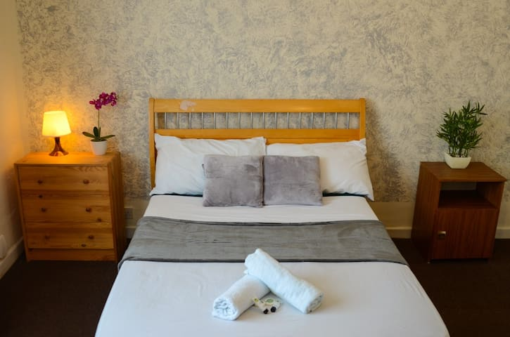 Bright & comfortable double room in shared house 1