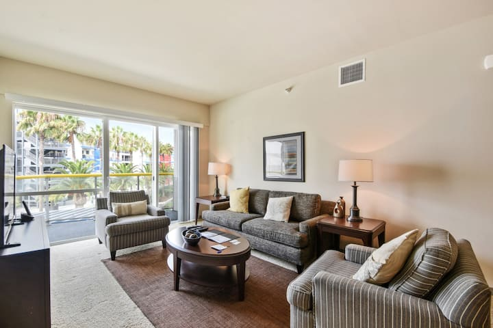 Stunning décor 2BR in the heart of Marina Del Rey