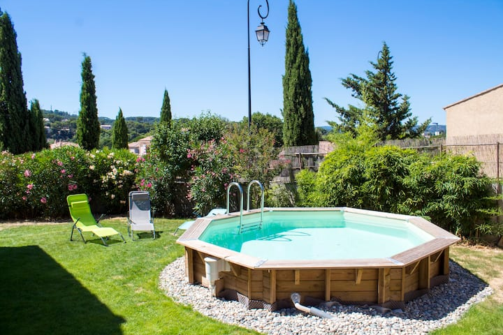 Villa agréable avec piscine et jardin ensoleillé ☀